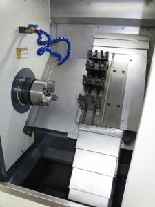Плоча за монтаж на инструменти на CNC патронен струг с наклонени направляващи