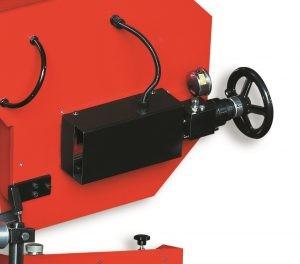 Хидромеханично натягане на лентата с манометър на лентоотрезна машина пълен автомат и хидравлично менгеме Karmetal 300 OSA